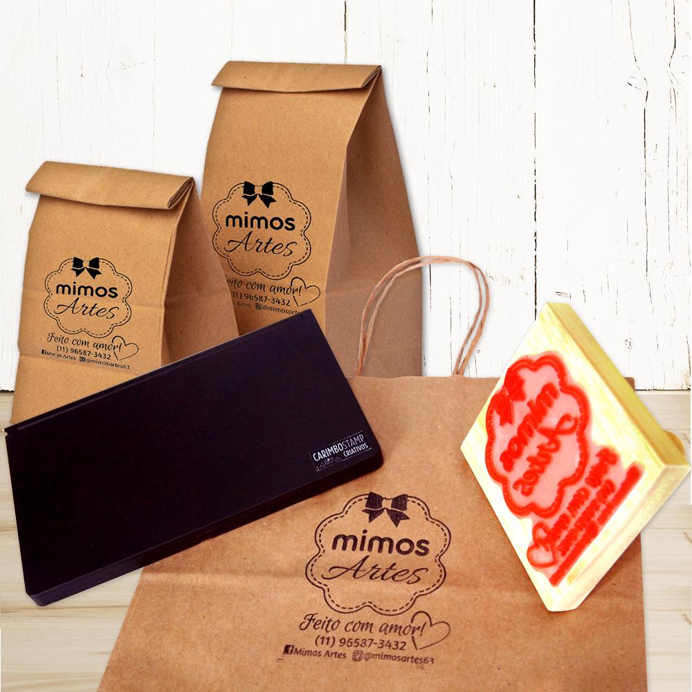 Carimbo de madeira e sacolas personalizadas com o carimbo
