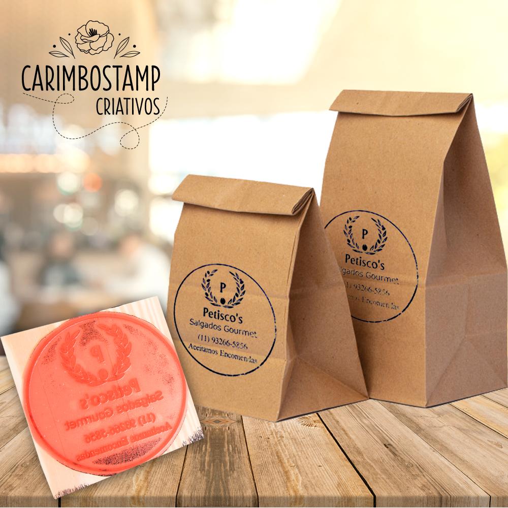 carimbo e sacolas de papel kraft